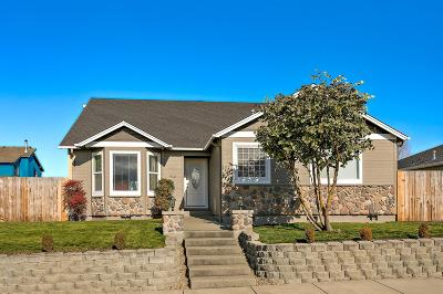 Eagle Point Single Family Home For Sale: 912 Win Way