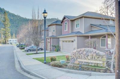 Gold Hill Multi Family Home For Sale: 960 N 2nd Avenue