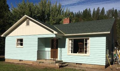 Jackson County, Josephine County Single Family Home For Sale: 27205 Highway 62