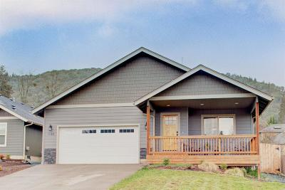 Grants Pass Single Family Home For Sale: 1169 NE Cottage Lane