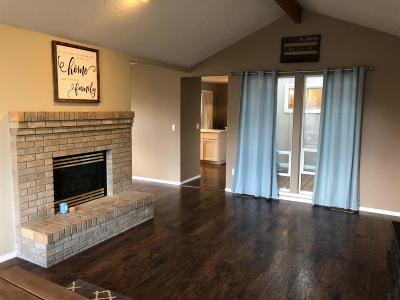 Ashland Single Family Home For Sale: 1063 Oak Knoll Drive
