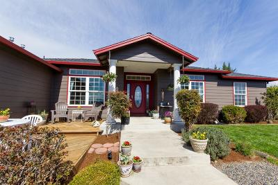 Eagle Point Single Family Home For Sale: 526 Westfield Court