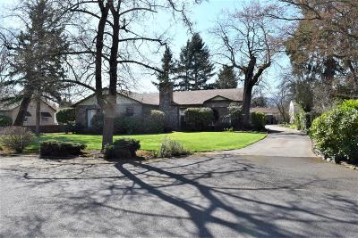 Medford Single Family Home For Sale: 547 Oakdale Drive