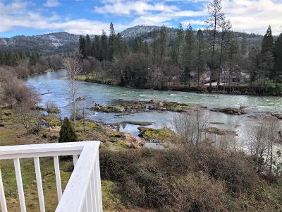 shady cove Single Family Home For Sale: 7034 Rogue River Drive