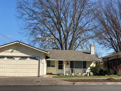 Medford Single Family Home For Sale: 2073 Hill Way
