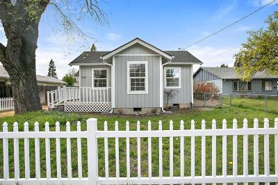 Medford Single Family Home For Sale: 429 N Columbus Avenue