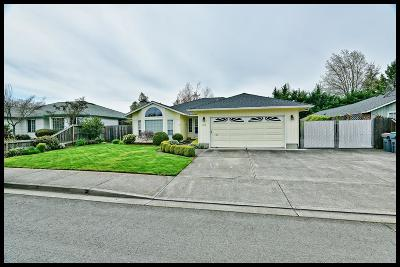 Medford OR Single Family Home For Sale: $339,900