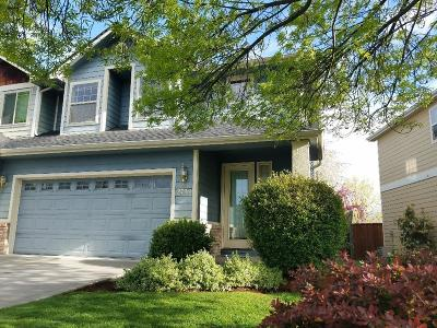 Central Point Single Family Home For Sale: 2759 Parkwood Village Lane