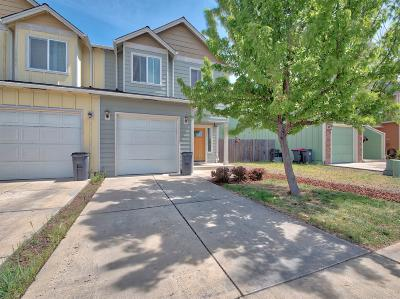 Central Point Condo/Townhouse For Sale: 887 Silver Fox Drive