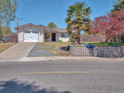 Josephine County Single Family Home For Sale: 952 SW Central Avenue