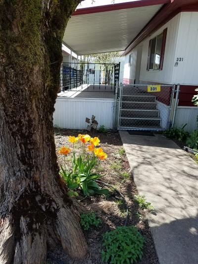 Merlin, Sunny Valley, Wimer, Rogue River, Wilderville, Grants Pass Mobile Home For Sale: 331 Beechwood Dr.
