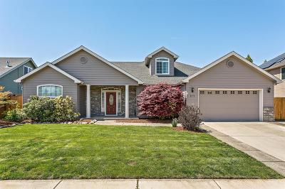 Central Point Single Family Home For Sale: 877 Mendolia Way