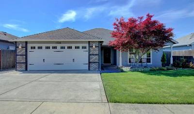Medford Single Family Home For Sale: 1726 Pearl Eye Lane