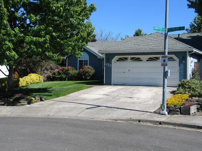 Medford OR Single Family Home For Sale: $221,900