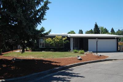 Single Family Home For Sale: 725 Pioneer Way