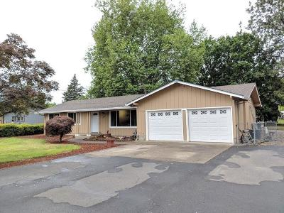 Medford OR Single Family Home For Sale: $319,900