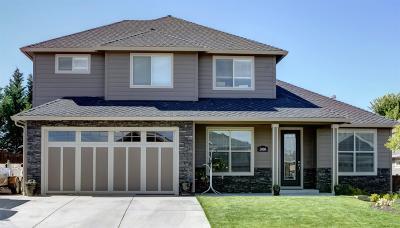 Single Family Home For Sale: 527 W La Strada Circle