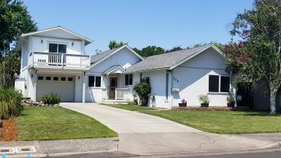 Medford Single Family Home For Sale: 850 Palm Street