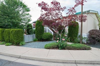 Medford Mobile Home For Sale: 2552 Thorn Oak Drive #24