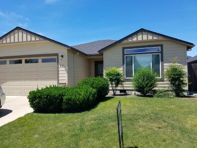 Medford Single Family Home For Sale: 351 Roundgate Drive