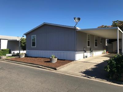 Medford Mobile Home For Sale: 2552 Thorn Oak Drive #9