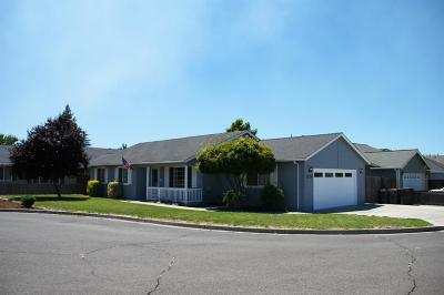 Medford OR Single Family Home For Sale: $269,000