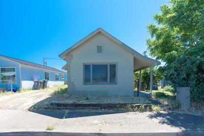 Jackson County, Josephine County Single Family Home For Sale: 822 Cedar Street