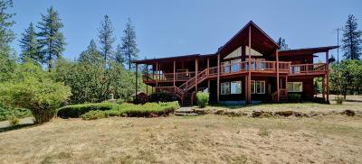 Rogue River Single Family Home For Sale: 735 Forest Hills Drive