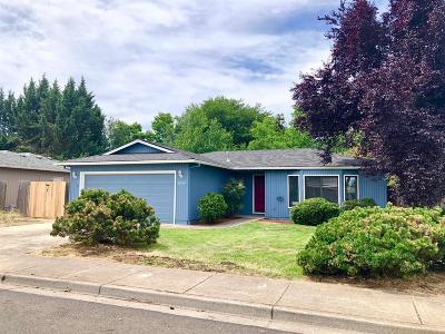 Jackson County, Josephine County Single Family Home For Sale: 1242 Far West Avenue