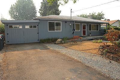 Medford OR Single Family Home For Sale: $249,900