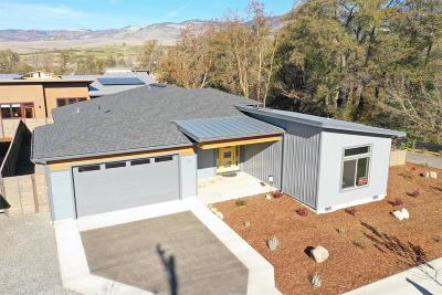 Ashland Single Family Home For Sale: 33 W Nevada