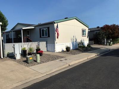 Medford Mobile Home For Sale: 2552 Thorn Oak Drive #57