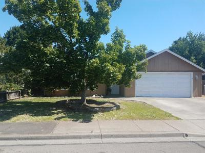 Central Point Single Family Home For Sale: 325 Joseph