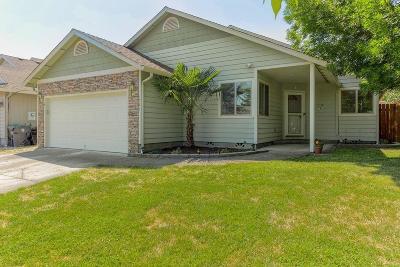 Medford Single Family Home For Sale: 1027 Newcastle Street