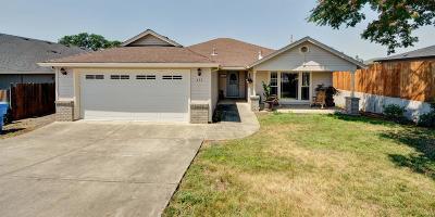 Eagle Point Single Family Home For Sale: 373 DeAnjou Avenue