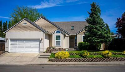 Medford OR Single Family Home For Sale: $319,000