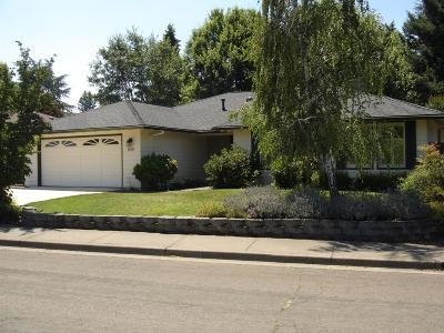 Medford Single Family Home For Sale: 839 Woodbridge Drive