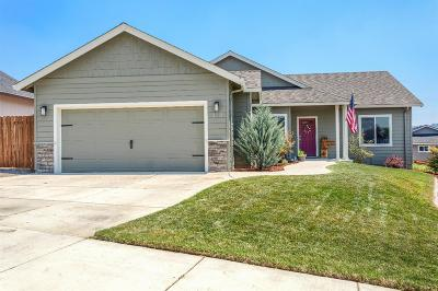 Eagle Point Single Family Home For Sale: 929 Crystal Drive