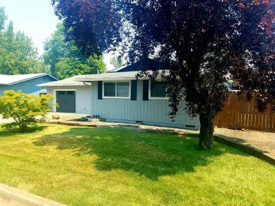 Eagle Point Single Family Home For Sale: 39 Bosc Way