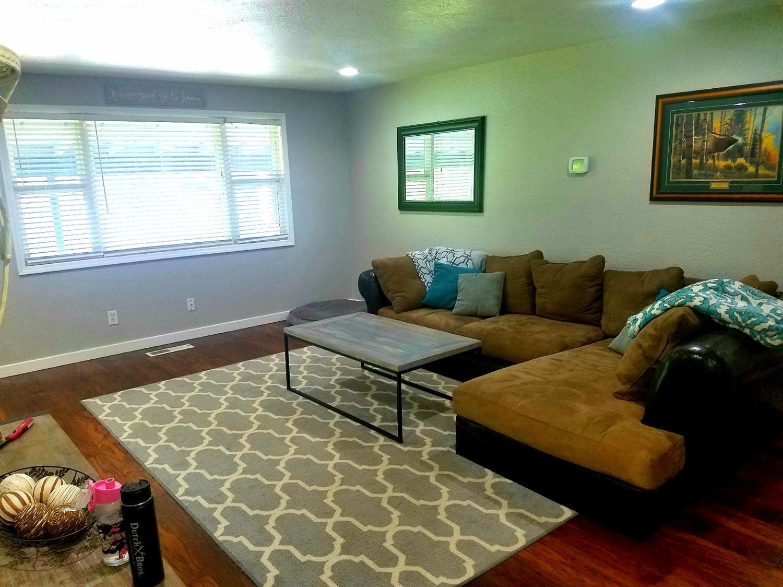 39 Bosc Way Eagle Point Or Mls 2992214 Buy Southern Oregon Inside Flats Kamelia Beige Property Photo