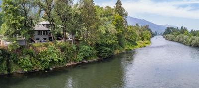 Gold Hill Single Family Home For Sale: 4766 Rogue River Highway
