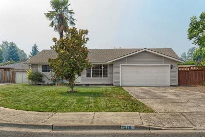 Medford Single Family Home For Sale: 570 Magenta Circle