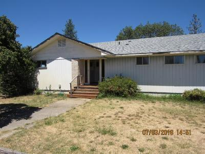 Jackson County, Josephine County Single Family Home For Sale: 15665 Highway 62