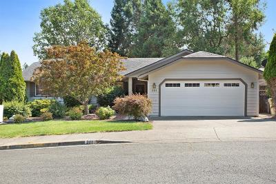 Grants Pass Single Family Home For Sale: 201 NW Sinclair Drive