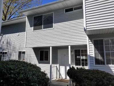 Medford Condo/Townhouse For Sale: 2101 Poplar Drive #73