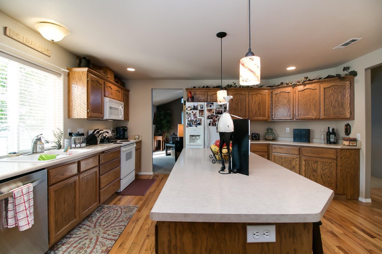 Listing: 4710 Torrey Pines Drive, Medford, OR.| MLS# 2992972 | Ken ...