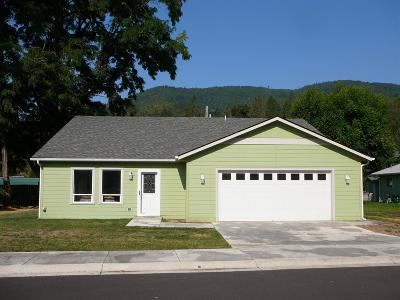 Merlin, Sunny Valley, Wimer, Rogue River, Wilderville, Grants Pass Multi Family Home For Sale: 100 Dove Place