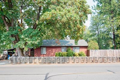 Eagle Point Single Family Home For Sale: 616 S Shasta Avenue