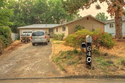 Medford Single Family Home For Sale: 640 Carrington Avenue