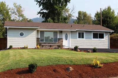 Grants Pass Single Family Home For Sale: 1040 NE Churchill Street